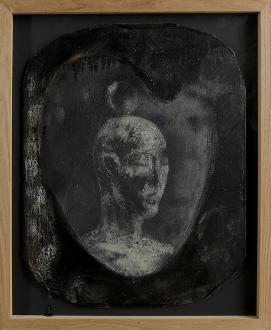 308 BRUNO CECCOBELLI Montecastello Vibio (PG) 02/09/1952 Bruno nero, 1985 cera e pastello su tavola operata cm 70x55,5 applicato su tavola cm 76x62, etichetta Gian Enzo Sperone (Roma) al retro, dichiarazione d'autenticità e archivio dell'artista su foto. base d'asta: 1.000 € stima: 3.000/4.000 €