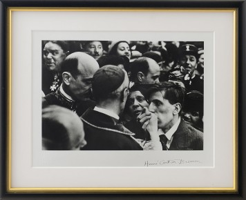 21-HENRI CARTIER-BRESSON [Chanteloup en Brie 22/08/1908 - L'isle sur la Sourgue 03/08/2004]Cardinal Pacelli, 1938-primi anni '70stampa ai sali d'argento 40x50 cm, firma a cachet in basso a destra, timbro a secco dell'artista in basso a sinistra, timbro e firma della Modern Art Agency al retro.Bibliografia:- Cartier-Bresson, The Decisive Moment, pl. 30- Cartier-Bresson, The World of Henry Cartier-Bresson, pl. 47- Cartier Bresson, Henry Cartier Bresson: A propos de Paris, pl. 78- Bibliothèque nationale de France, De qui s'agit-il, p. 69- Chéroux, Aperture Masters of Photography: Henri Cartier-Bresson, p. 51- Galassi, Henri Cartier-Bresson: The Modern Century, p. 256- Montier, Henri Cartier-Bresson and the Artless Art, pl. 272- B. Newhall and Kirstein, The Photographs of Henri Cartier-Bresson, p. 45.- Thames & Hudson, Henri Cartier- Bresson: The Image and the World, pl. 64- Thames & Hudson, Henri Cartier-Bresson: Photographer, pl. 99.base d'asta: 2.000 €
