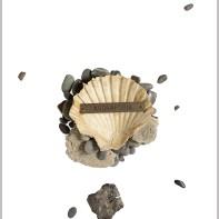 80-CLAUDIO COSTA [Tirana (Albania) 22/06/1942 - Genova 1995]Agorafobia Claustrofobiaapplicazioni su vetro 39x29 cm, opera non firmata, dichiarazione d'autenticità della figlia Marisol Costa su foto.base d'asta: 500 €stima: 1.500/2.000 €